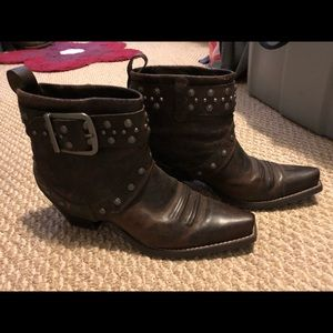 Like New Ariat limited edition booties!